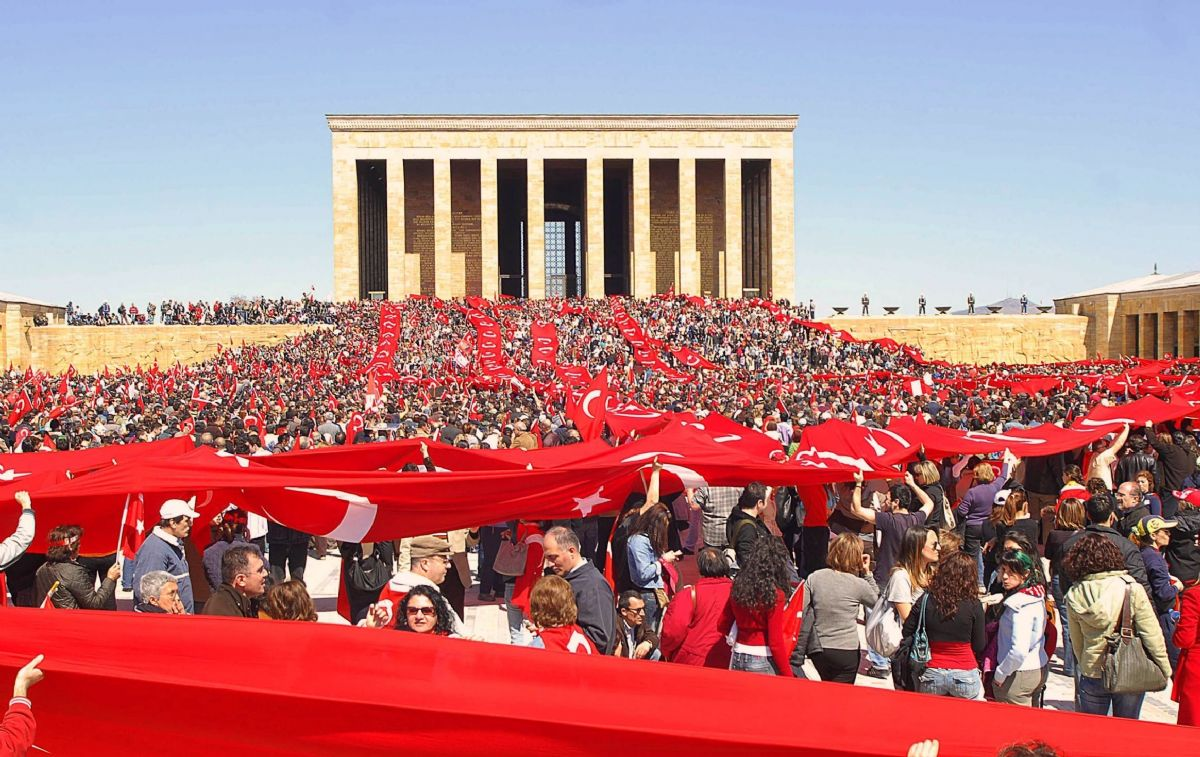 General News- Turkish Armed Forces Protect_your_republic_protest__6_(2007_04_14)_edit